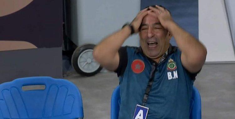 بعد صدمة الهزيمة.. مدرب منتخب المغرب يتهم الحكم بالإنحياز للجزائر