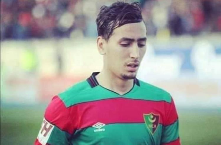 مولودية الجزائر يفسخ عقد لاعبه عبد الله المؤذن
