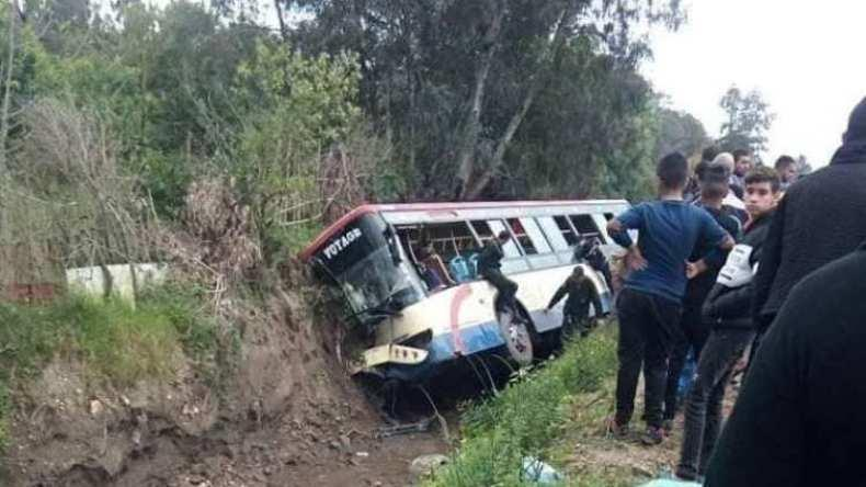 29 جريحا إثر انحراف حافلة بعنابة
