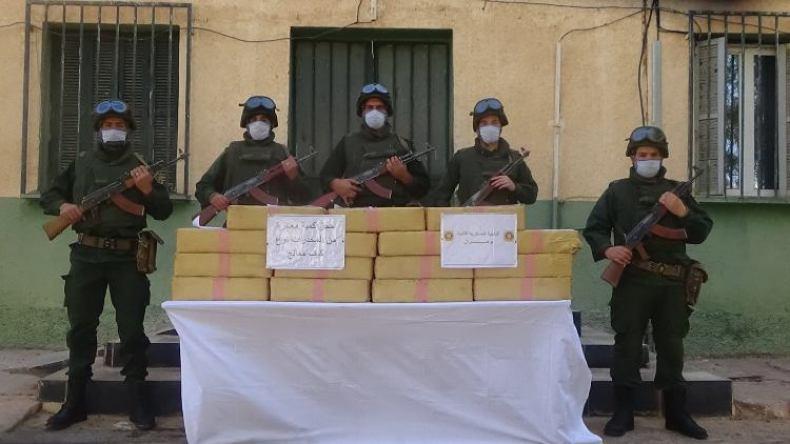 وزارة الدفاع: توقيف 45 تاجر مخدرات وحجز 19 قنطارا قادمة من الحدود المغربية