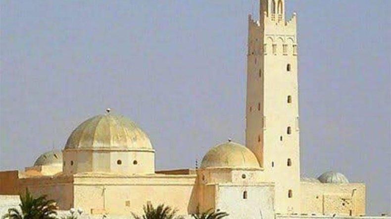 مسجد خالد بن سنان التاريخي مهدّد بالانهيار