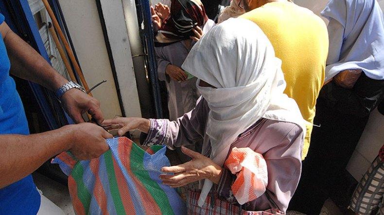 مساعدات رمضان.. محطة للخيرات أم بورصة للانتخابات؟