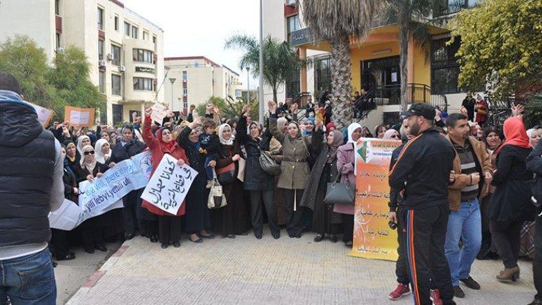 المطالب الاجتماعية والمهنية تخرج النقابات إلى الشارع