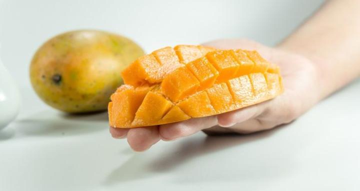 تقرير يكشف 5 خرافات شائعة عن تناول المانجو يجب عدم تصديقها