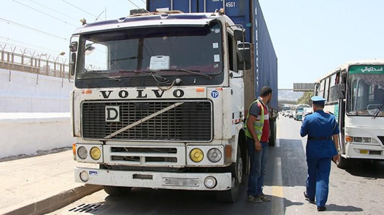 منع سير مركبات نقل البضائع من الجمعة إلى الأحد