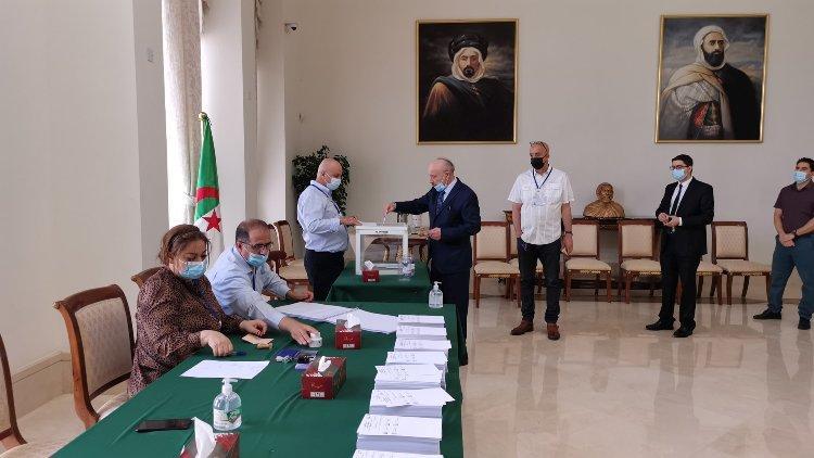 الانتخابات التشريعية.. انطلاق عملية تصويت الجالية الجزائرية بالخارج