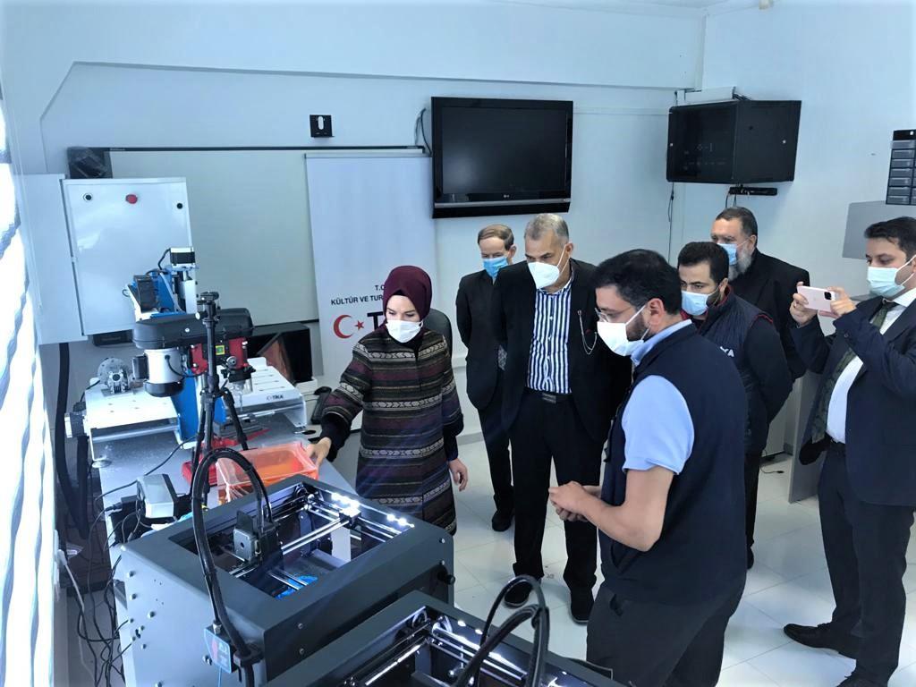 تركيا تجهز مختبرا علميا للتصنيع الرقمي في الجزائر