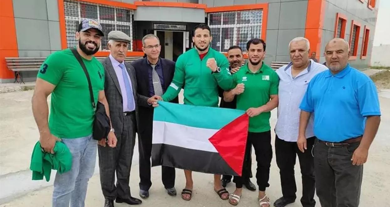 فتحي نورين بعد وصوله إلى الجزائر: قراري يشرف الجزائر وأتمنى ألا أتعرض للعقوبة