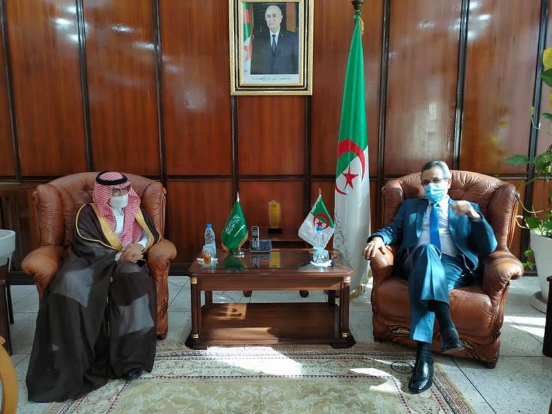 وزير الصحة يستقبل سفير المملكة السعودية