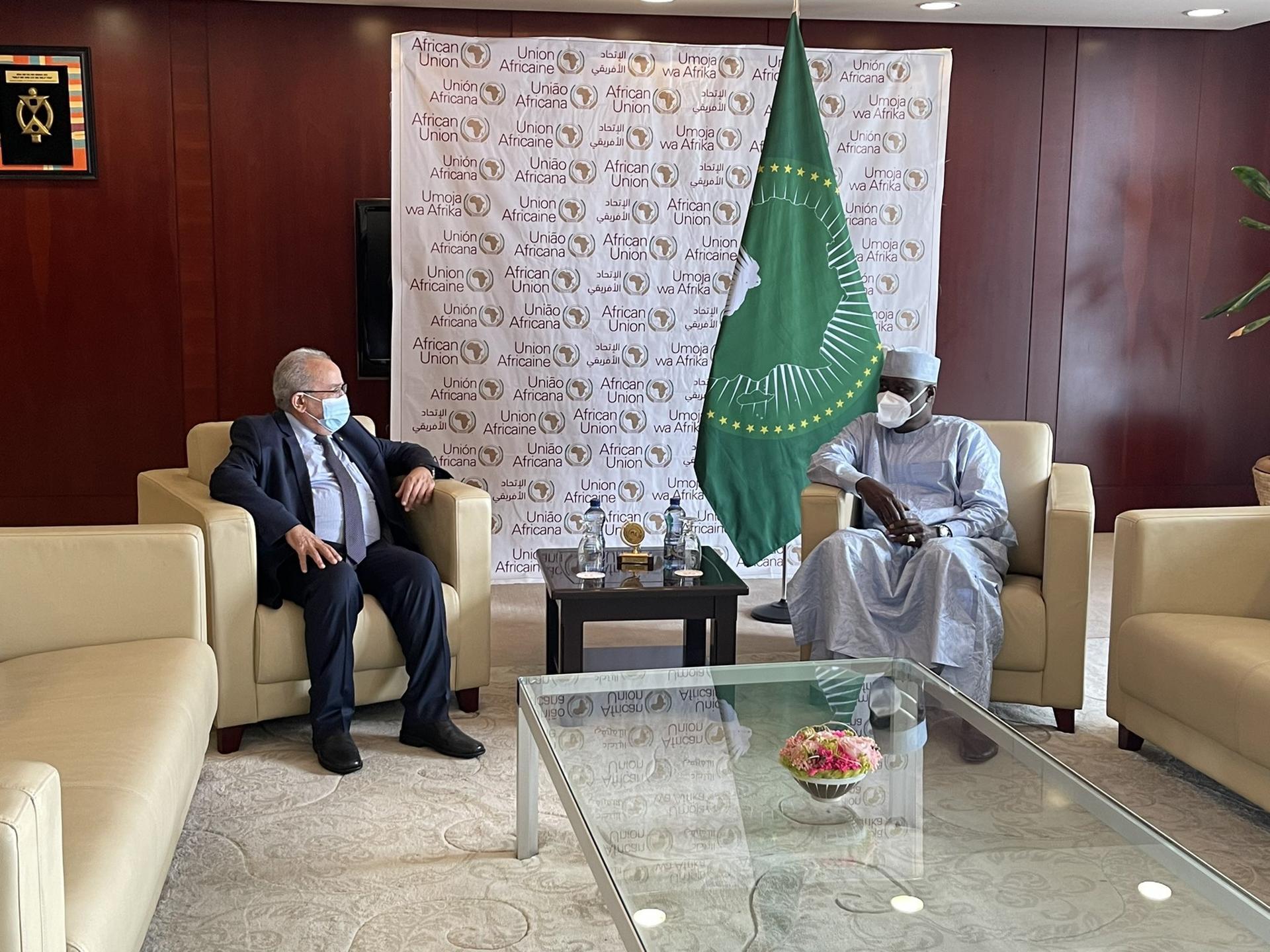 لعمامرة يلتقي رئيس مفوضية الاتحاد الأفريقي بأديس أبابا
