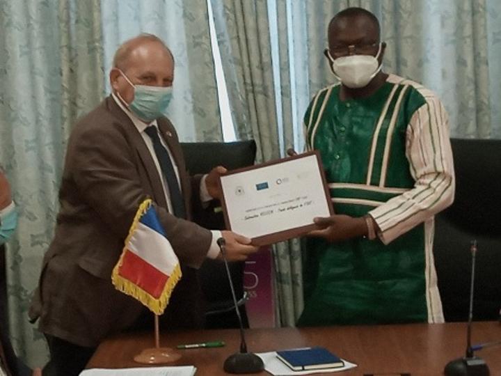 Burkina : Deux conventions de financement signées pour soulager les secteurs de l'énergie et de l'éducation