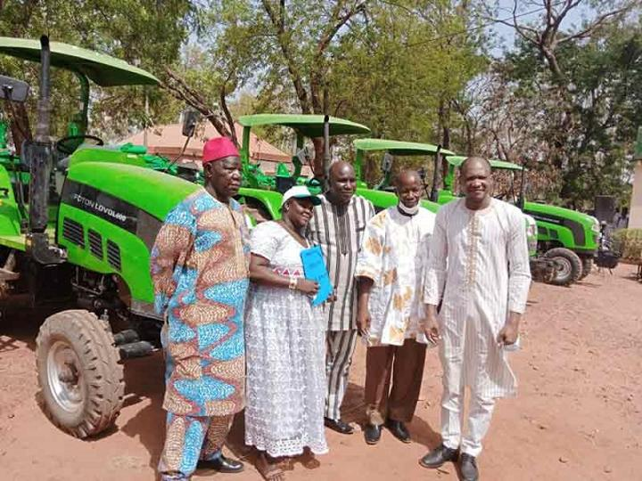 Agriculture : Quatre tracteurs agricoles au profit des Sociétés coopératives des Hauts-Bassins