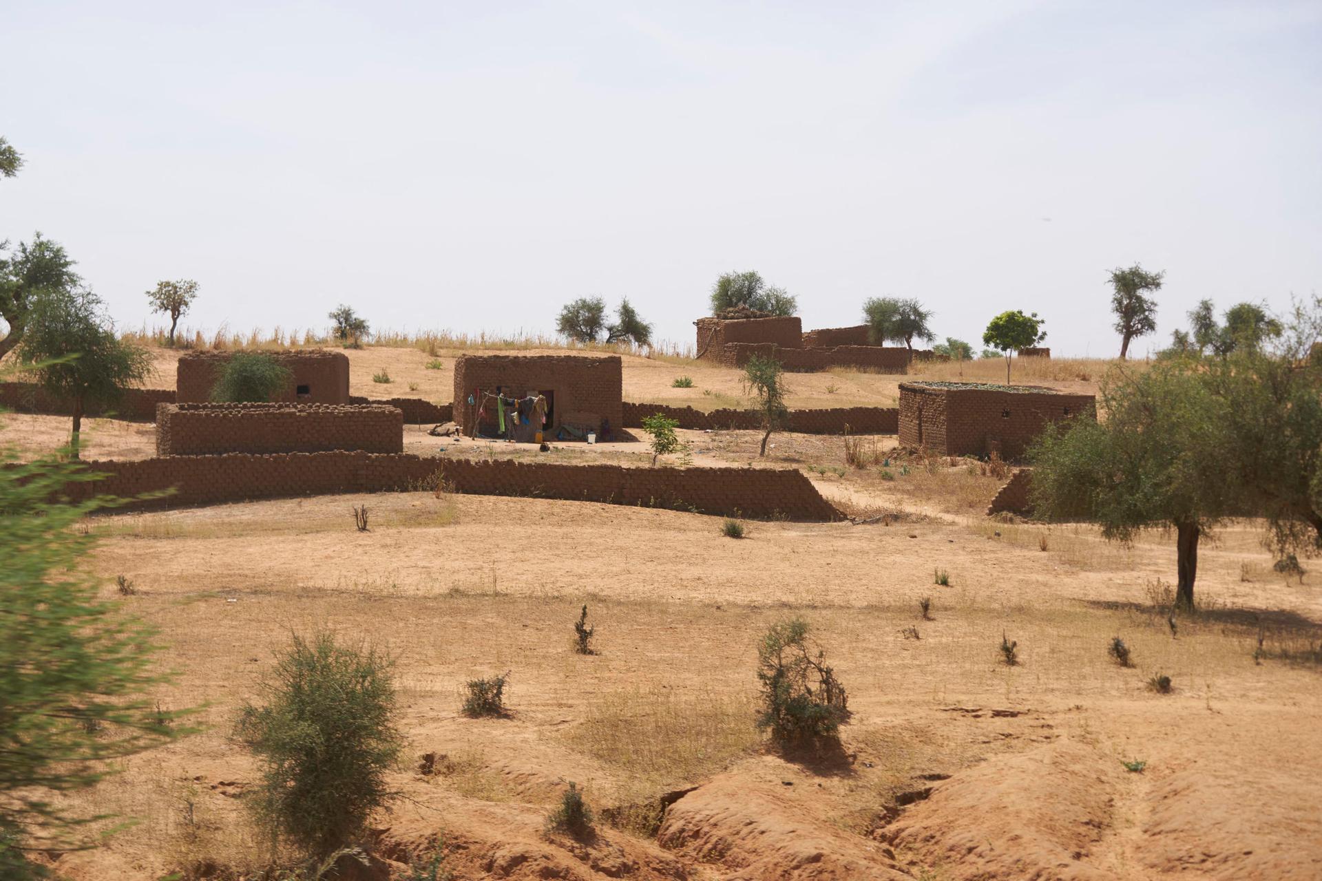 Burkina Faso : trois Occidentaux et un Burkinabé portés disparus après une embuscade