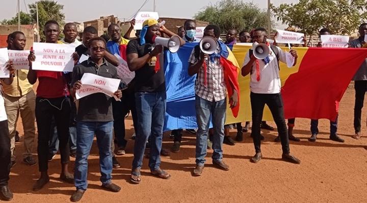 Tchad : Le Collectif des Tchadiens indignés au Burkina exige une transition purement civile