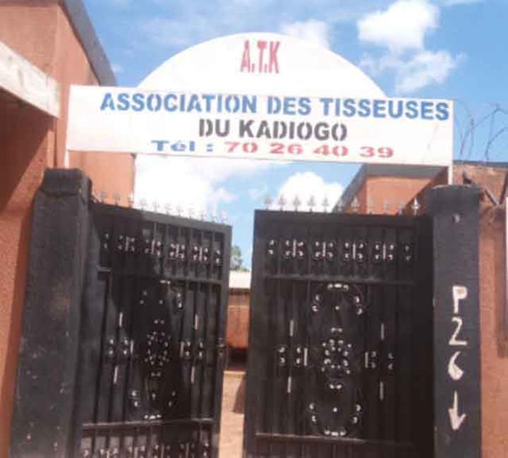 « Made in Burkina » : L'Union des associations des tisseuses du Kadiogo défend le pagne local