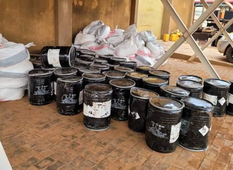 Burkina : La douane saisit plus de 11 tonnes de cyanure dans un entrepôt illégal à Ouagadougou