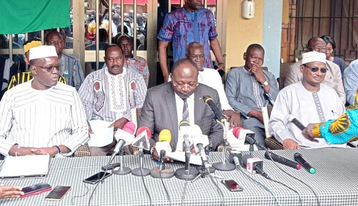 Burkina : « Le spectre de la famine » plane « en plus des cadavres qui continuent de s'empiler », estime Eddie Komboigo