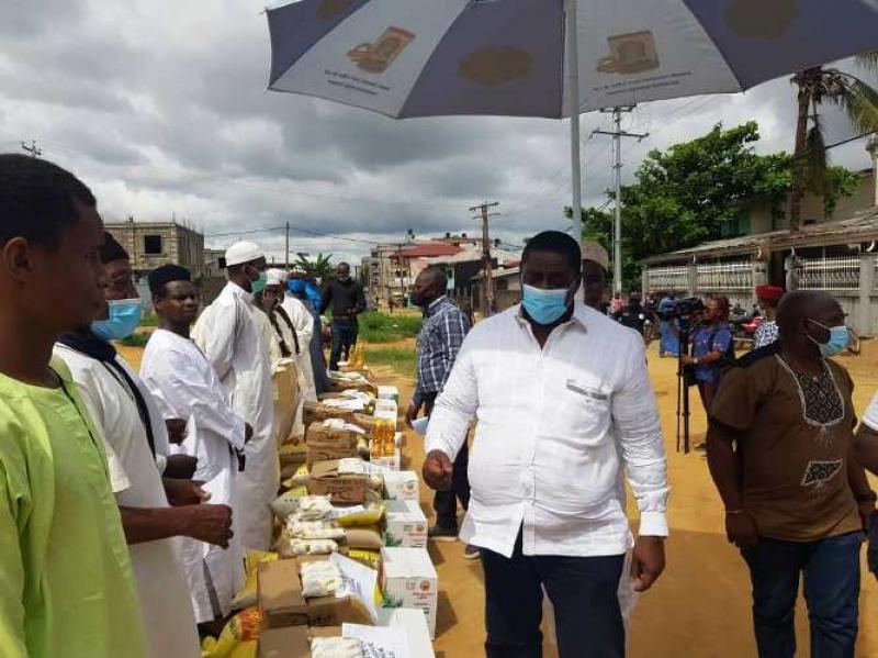 Cameroun - Ramadan 2021: Le maire de Douala, Roger Mbassa Ndine, offre des denrées alimentaires pour soutenir la communauté musulmane de la ville