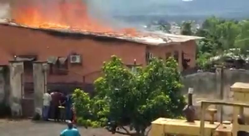 Cameroun - Ouest: A Foumbot, la population met le feu au tribunal de première instance suite à la mort d'un détenu