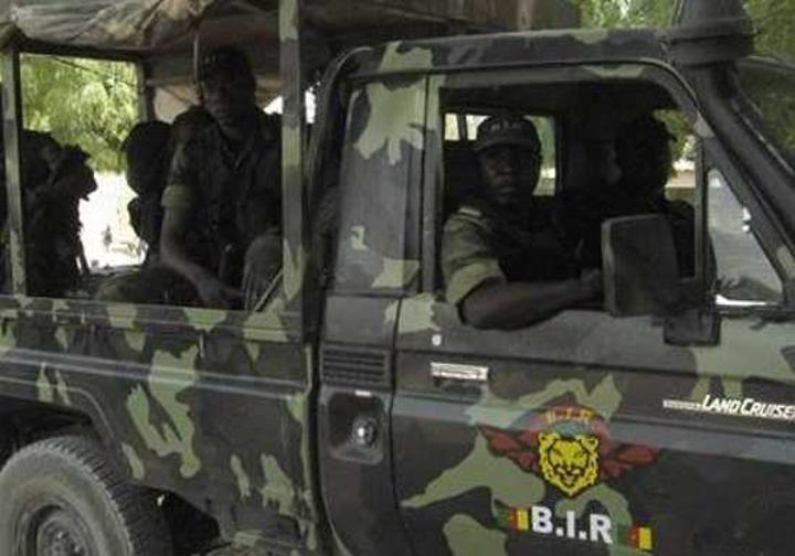 VIDEO: les soldats camerounais localisent et désamorcent une bombe