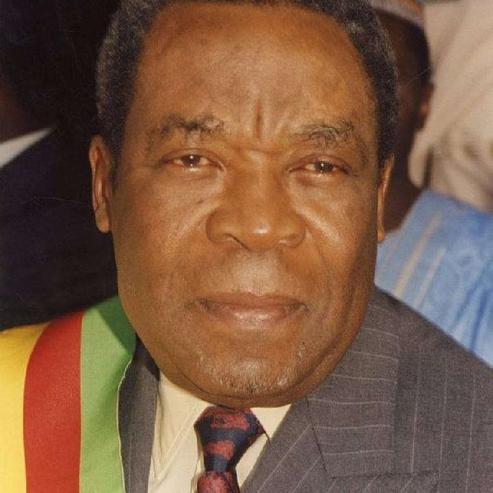 Cameroun : le président du sénat évacué d'urgence à Paris