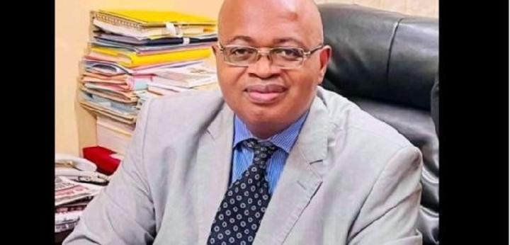 Crise au NOSO: un journaliste canadien détruit complètement Mathias Owona Nguini