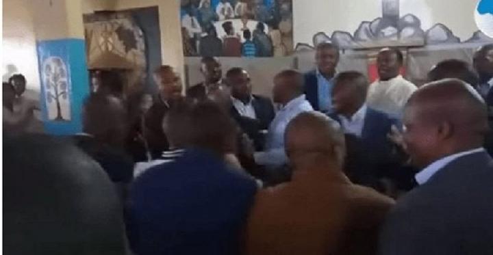 Douala : les fidèles découpent à la machette tous ceux qui refusent l'évangile