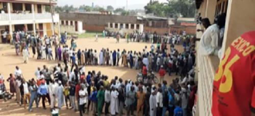 Élections présidentielles et législatives en Centrafrique : au cœur du dispositif de fraude éle (VIDÉOS)ctorale