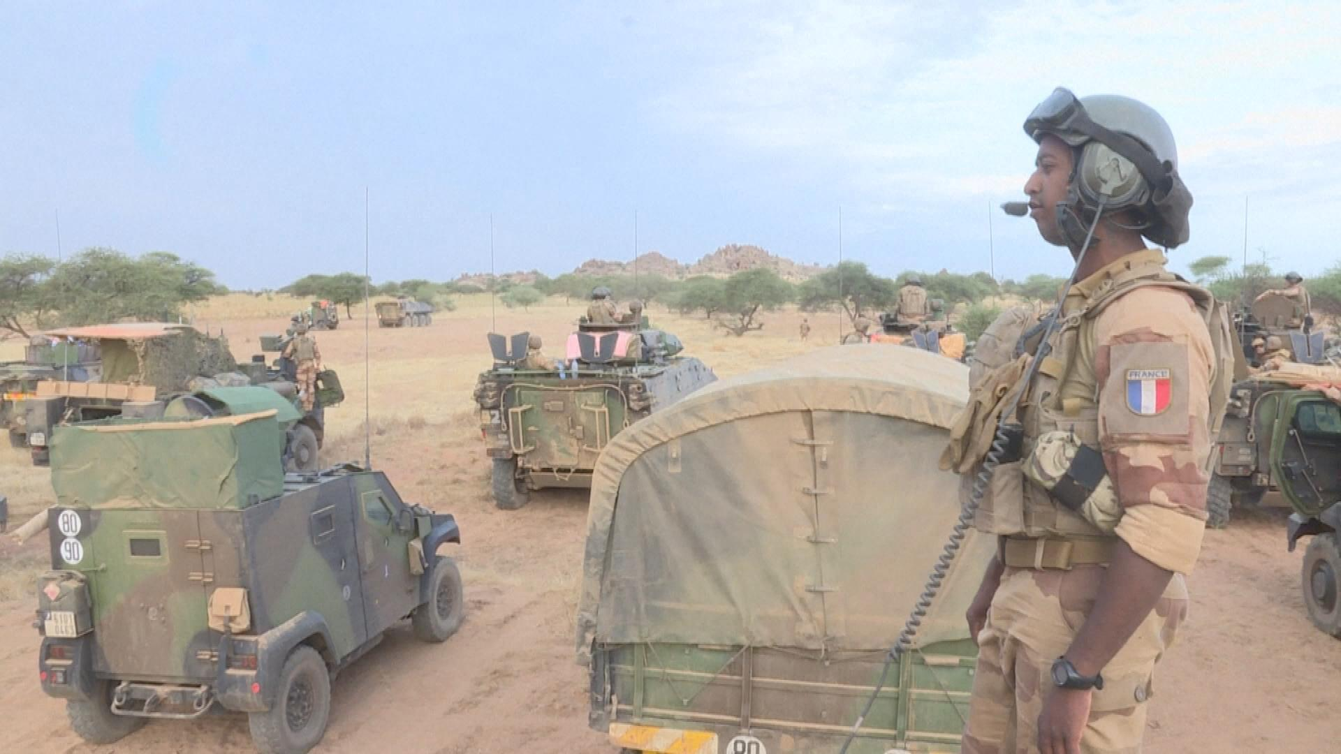 Emmanuel Macron maintient les effectifs de Barkhane au Sahel