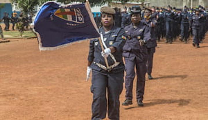 653 nouveaux gardiens de la paix présentés au drapeau national