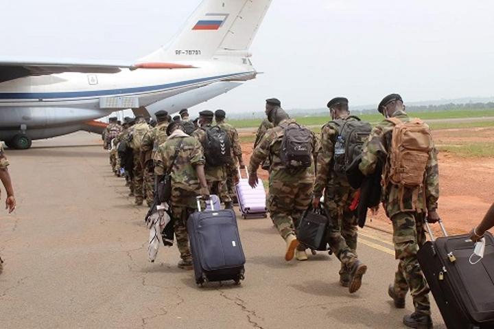 RCA: une soixantaine de militaires partent se former en Russie
