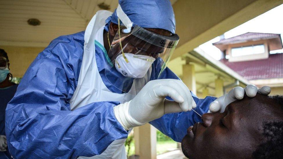 Covid : les vaccins réduisent les risques de COVID long