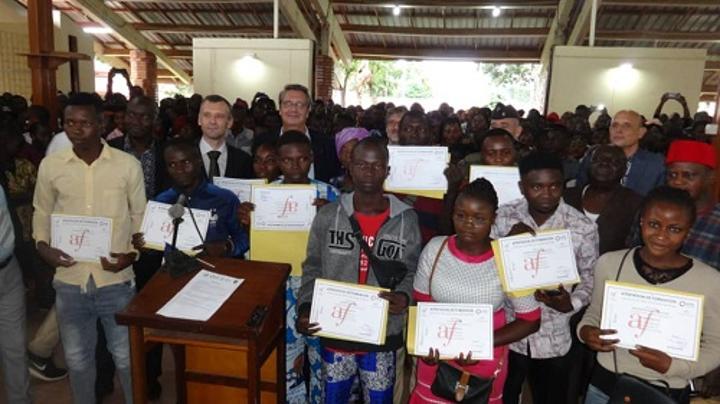 RCA: cérémonie de remise des certificats de remise à niveau en alphabétisation à l'alliance française de Bangui