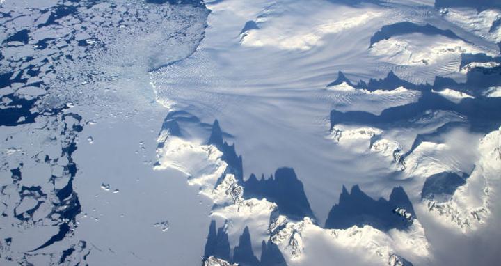 Plus grande que le lac Léman, une étendue d'eau sous-glaciaire a disparu en Antarctique