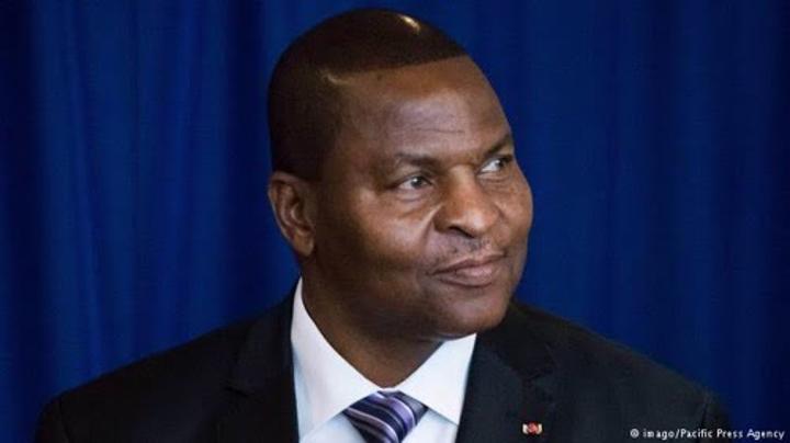 Exclusivité : Comptes bancaires, appartements, visas : les officiels centrafricains sous surveillance française