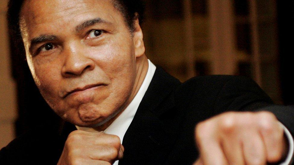 Muhammad Ali : des dessins rares du grand boxeur vendus pour près d'un million de dollars