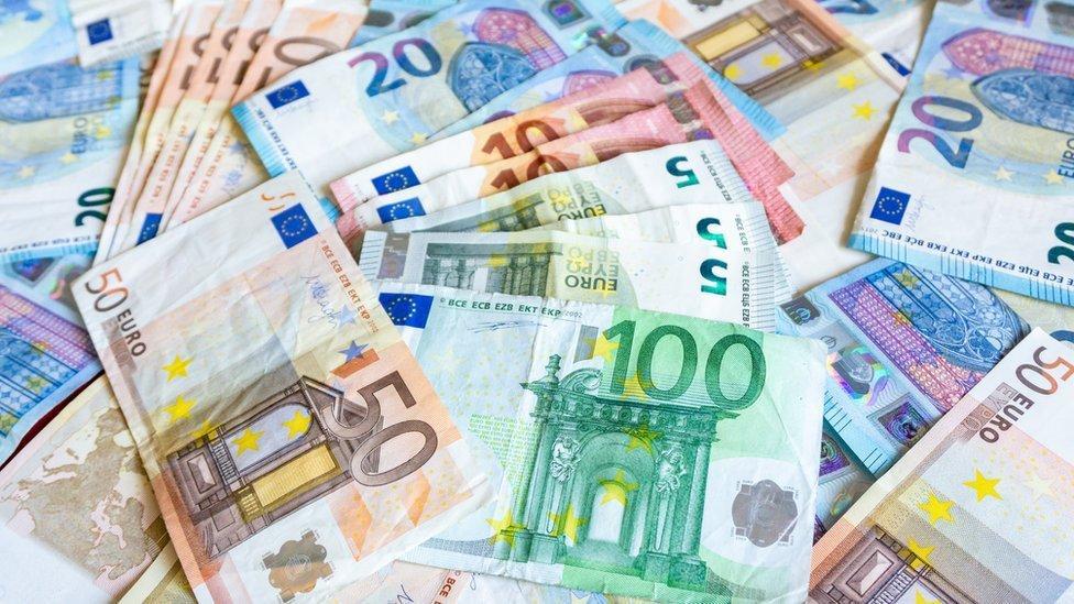 Multinationales : 136 pays signent un accord historique sur un impôt minimum mondial