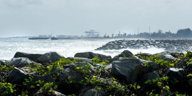 Cotonou se réinvente (2/5) : bras de fer avec l'érosion côtière