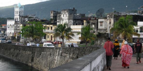 Livre – Comores : « Sur le chemin du Taarab », splendeurs et misères du Grand Mariage