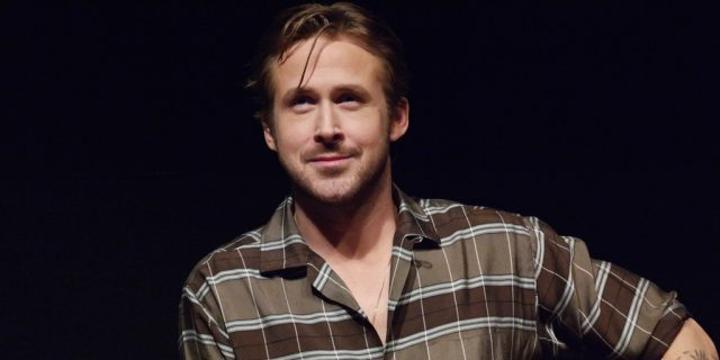 RDC : Ryan Gosling illustre en photo un livre sur le pays
