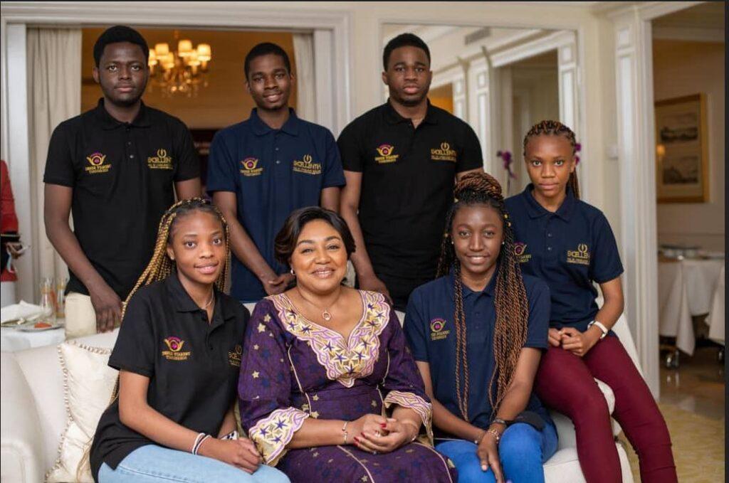Denise Nyakeru Tshisekedi rencontre les 10 premiers boursiers du programme Excellentia à Paris