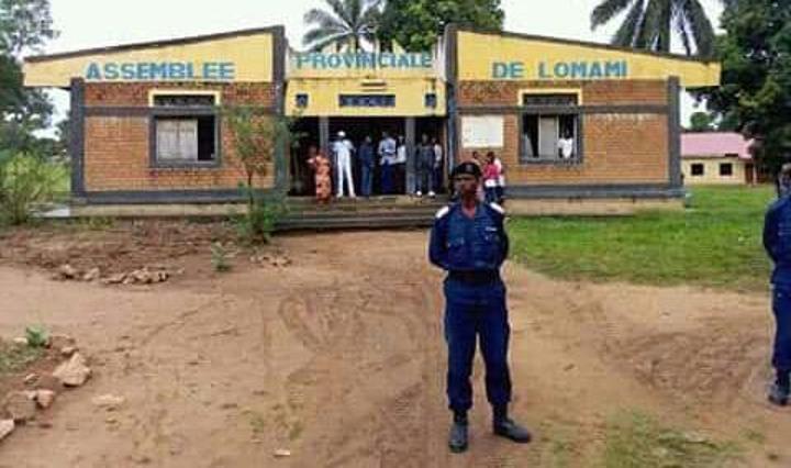 Lomami : vote de la motion de défiance, le VPM instruit la police de sécuriser le siège de l'Assemblée provinciale et les députés