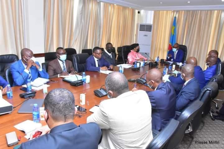 Le ministre des Finances Nicolas Kazadi a échangé avec les banquiers sur la reprise des émissions des Bons du trésor
