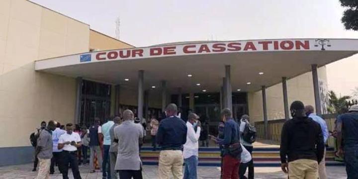 Affaires cartes Visa : 42 personnes traduites en justice pour