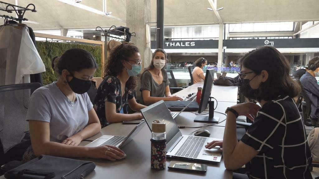 Boom de l'auto-entrepreneuriat : de jeunes Français se lancent malgré la crise sanitaire