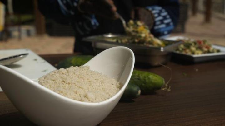 """Le fonio, la """"plus savoureuse des céréales"""", revient dans les assiettes"""