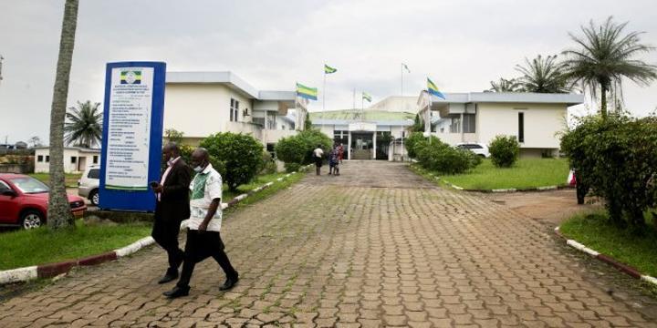 Comment le Gabon fait la chasse à sesfonctionnaires fantômes