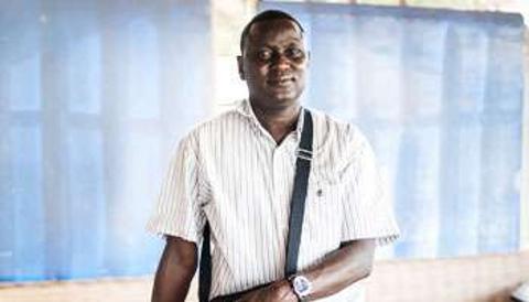 Allen Yéro Embalo, enfant-soldat devenu journaliste en lutte contre la corruption