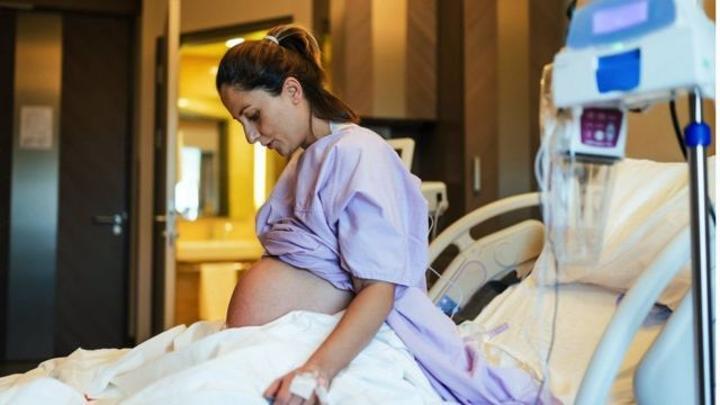 Covid: quels sont les risques encourus par les femmes enceintes qui ne sont pas vaccinées ?
