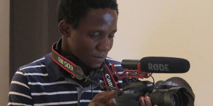 Guinée : Jacques Kolié, itinéraire d'un ancien migrant devenu réalisateur en lice au Fespaco